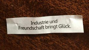 Industrie und Freundschaft bringt Glück.
